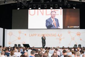 Zusammen mit rund 500 geladenen Gästen eröffnete Andreas Lapp am 22. Juni 2017 die Europazentrale der Lapp-Gruppe.
