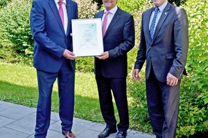 Joachim Maiworm, Gesamtvertriebsleiter Gebäudetechnik / Gusstechnik der Gebr. Kemper GmbH + Co. KG, Günther Mertz und Ulrich Petzolt, Leiter Produktmanagement der Gebr. Kemper GmbH + Co. KG (v.l.n.r.)