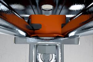 Im Kraftfluss klemmt kein Kunststoff zwischen den montierten Metallteilen; die vollständige Last wird übertragen.