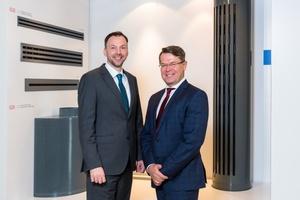 Die Geschäftsführer (v.l.n.r.) Hendrik Kampmann (Kampmann GmbH) und Christian Gnaß (emco Group) blicken mit großer Zuversicht auf den Tausch der Geschäftsbereiche. Foto: Kampmann GmbH