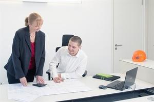 Mit dem Wirtschaftsingenieur-Bachelor Technischer Vertrieb reagiert die Mobile University auf den steigenden Bedarf an Vertriebsexperten. Neben fachspezifischen Kenntnissen vermittelt der Bachelor praktische Handlungskompetenzen. Berufstätige aus Industrie-, Dienstleistungsunternehmen sowie dem Handel erwerben das notwendige Verständnis für komplexe technische Zusammenhänge, um gegenüber den Vertretern des Kunden und den Spezialisten aus dem eigenen Unternehmen souverän auftreten zu können.
