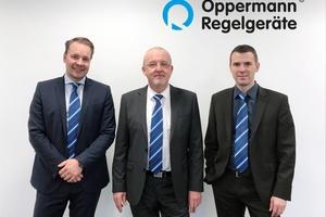 Generationswechsel: Michael Bachmann (Mitte) ging zum Jahresende 2017 in den Ruhestand,  Matthias Fricke (links) und Niklas Hain übernahmen die Leitung des Vertriebs.  Foto: Oppermann