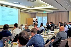 Lutz Kalkutschky erläutert die Industrieförderung des Bundesministeriums für Wirtschaft und Energie.