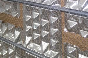 """Kennzeichen der Wandheizung """"PYD-Alu Wall Nass"""" sind die Thermoleitbleche, in deren Rohrführungsrillen die Heizleitungen eingebettet werden."""