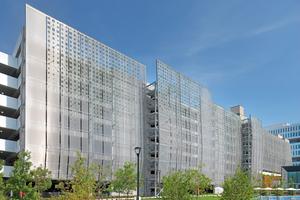Das Samsung Headquarter in San José, USA, setzt zur optischen Integration des Parkhauses in den Firmencampus auf bedrucktes Edelstahlgewebe.