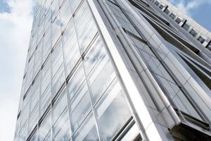 11.606 m<sup>2</sup> Bleche aus nicht rostendem Stahl gestalten fachwerkartig die Seiten des 242 m hohen Heron Towers in London.