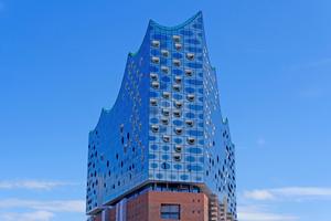 Auch bei der Elbphilharmonie in Hamburg stellt Edelstahl Rostfrei seine Werkstoffeigenschaften unter Beweis.