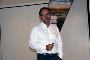 Steffen Sykora stellte passend zum Thema Leckageschutz Lösungen von SYR vor.