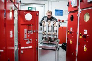 Für die Berliner Charité erneuert die WISAG die Mittel- und Niederspannungs- schaltanlagen, die Transformatoren sowie die Gebäudeleittechnik. Foto: Wisag Industrie Service Holding