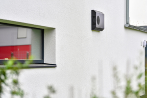 In gut gedämmten Gebäuden ist eine kontrollierte Wohnungslüftung unverzichtbar. Reguliert werden muss aber nicht nur der Luftaustausch, sondern auch die relative Luftfeuchte.