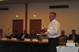 ... und Ulrich Stahl, Vorstandsvorsitzender sowie Ehrenmitglied des BVF, moderierten die Veranstaltung. Foto: Bundesverband Flächenheizungen und Flächenkühlungen e. V., Dortmund
