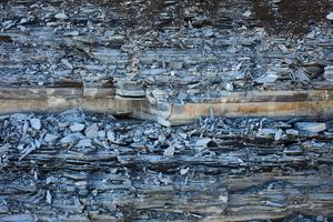 Posidonienschiefer ist ein schwieriger Baugrund, der zur Gipskristallbildung neigt, wenn seine Wasserdampfsättigung aus dem Gleichgewicht gerät.