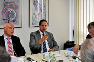 """""""Die Regeln müssen nebeneinandergelegt und gemeinsam gelesen werden"""", sagt Stefan Tuschy (rechts)."""