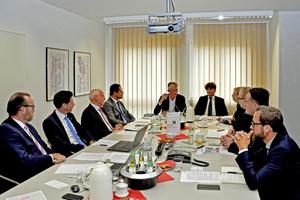 Im August 2018 trafen acht in der Normungs- und Richtlinienarbeit aktive Fachleute zu einer Diskussionsrunde zum Thema Trinkwasser-Installation zusammen.