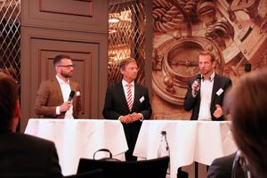 Christian Schlicht (links), Tobias Pickert (rechts, beide ECE Projektmanagement GmbH & Co. KG) und Günther Mertz (FGK) in offener Diskussion mit den Teilnehmern des Klima-Tages zum Thema Betreiberverantwortung.