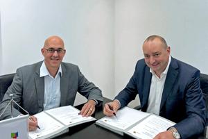 Alfons-Maria Gracher, Geschäftsführer der Gracher Kredit- u. Kautionsmakler GmbH & Co. KG, und BTGA-Präsident Dipl.-Ing. (FH) Hermann Sperber (rechts) unterzeichnen den Kooperationsvertrag.