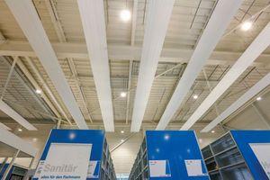 Die Wärmeabgabe erfolgt bei Deckenstrahlsystemen überwiegend in Form von Infrarotstrahlung.
