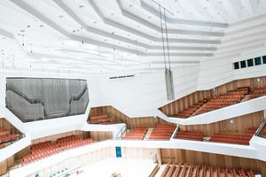 Bis der Dresdner Kulturpalast im neuen Licht erstrahlen konnte, ...