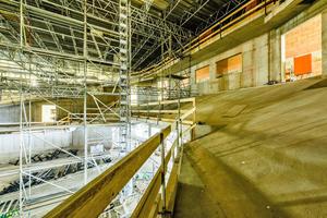 Der neu erbaute Konzertsaal verfügt über 23 Saalzugänge und bietet Platz für 1.785 Gäste.