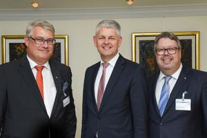 Geschäftsführer RA Martin Everding (v.l.n.r.), Staatssekretär Christoph Dammermann und Bernd Pieper, Vorsitzender des ITGA NRW, auf der Herbsttagung 2018 in Düsseldorf