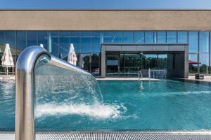 Insgesamt stehen den Gästen acht Schwimmbecken mit einer Gesamtwasserfläche von rund 1.500 m<sup>2</sup> zur Verfügung.