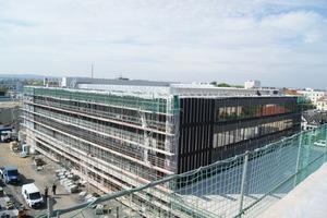 Das größte Schulgebäude Dresdens: Auf einem Areal von rund 46.500m<sup>2</sup> entstand im Stadtteil Tolkewitz ein neuer Schulkomplex. Bis zu 1.800 Schüler werden hier künftig unterrichtet.