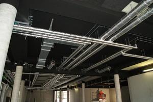 """Für die Dämmung aller Rohrleitungen setzte das Team der Isoliermontage Rakow auf """"U Protect Pipe Section Alu2"""". Dank ihrer niedrigen Wärmeleitfähigkeit von 0,035 W/(mK) in allen Dämmdicken erfüllen die Rohrschalen die Anforderungen der EnEV bei geringem Platzbedarf."""