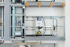 Mit der Befestigung von Rohrleitungen innerhalb der Vorwandinstallation wird eine zuverlässige Schallentkopplung erzielt.