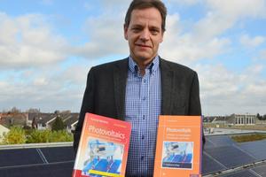 """Prof. Dr. Konrad Mertens hat die aktualisierten Ausgaben der Bücher """"Photovoltaik: Lehrbuch zu Grundlagen, Technologie und Praxis"""" und """"Photovoltaics – Fundamentals, Technology and Practice"""" verfasst."""