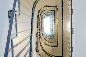 Über die innenliegenden notwendigen Treppenräume ist der Rettungsweg für alle Nutzungseinheiten sichergestellt.