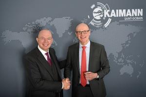 Zum 1. März 2019 hat Jürgen Kaimann (links) offiziell die Geschäftsführung an Dr. Burkhard Schmolck übergeben, der bis dahin das Saint-Gobain-Rohrleitungsgeschäft in Deutschland leitete.   Foto: Kaimann GmbH