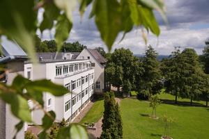 Die Paracelsus-Elena-Klinik Kassel ist Deutschlands größtes und ältestes Zentrum zur Behandlung von Parkinson-Syndromen und Bewegungsstörungen.   Foto: Archiv Paracelsus-Elena-Klinik Kassel