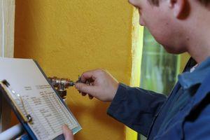 Das Einstellen des gewünschten Durchflusswertes am voreinstellbaren Thermostatventil erfolgt anhand der von der Software berechneten Werte