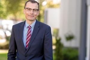 CEO Ralf Kern, ...