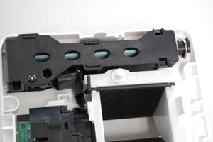 Bedarfsgeführte Abluftelemente sind mit einem Sensor ausgestattet, der mechanisch die relative Raumluftfeuchte erfasst und die Klappenstellung des Elements automatisch öffnet oder schließt.