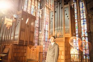 Einfach verglaste Fenster, dicke Mauern, wertvolle Instrumente: Jürgen Reinecke von der Theod. Mahr Söhne GmbH weiß, was er beim Heizen einer Kirche alles beachten muss.