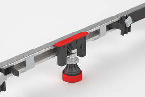 Neue Rändelschraube für die Wannenfüße (links) und neue Kunststoffschraube zur Fixierung des Stahlprofils (rechts)<br />