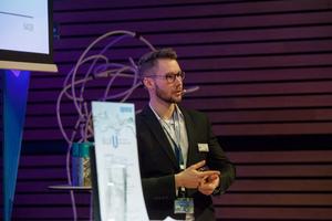 """Martin Junghans hat den """"Blue U Award 2019"""" gewonnen. Der Preisträger hat erst jüngst sein Studium an der Hochschule für Technik, Wirtschaft und Kultur Leipzig, Fakultät für Maschinenbau und Energietechnik, als Master of Engineering abgeschlossen."""