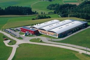 In der Produktion in der Europazentrale in Niederkappel, werden u.a. die Pellets-Brennwertkessel gefertigt.  Foto: Ökofen