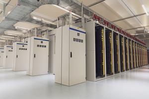 Der größte Teil der insgesamt 1.500 m<sup>2</sup> Rechenzentrumsfläche wird bereits genutzt. Pro Rack darf die IT bis zu 20 kW elektrische Leistung ziehen.