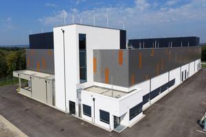 """Wo in Ostermiething früher ein Kohlekraftwerk stand, befindet sich nun eines der energieeffizientesten Rechenzentren im deutschsprachigen Raum: das """"DC 10"""" der Schwarz IT KG."""