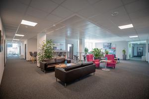 Auf den rund 10.000 m² sind attraktive Büroflächen sowie Konferenräume entstanden.