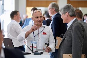 Daikin-Mitarbeiter sowie externe Referenten informierten in Fachvorträgen und in einer begleitenden Ausstellung zu verschiedenen Themen.