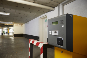 An den Zu- und Ausfahrten zum Parkhaus des Estrel Berlin sind Salto-Wandleser installiert.
