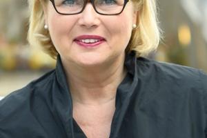 Mit der Leiterin des Stadtplanungsamtes Karlsruhe Prof. Dr.-Ing. Anke Karmann-Woessner und ...