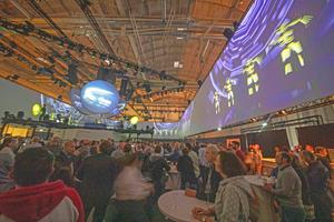 ... mehr als 1.300 Besucher in die Hamburg Messe.