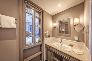 Alle 304 Zimmer und Suiten sind mit Produkten aus dem Hause Hansgrohe ausgestattet, ...