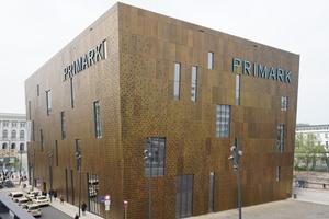 """Die Fußgängerzone grenzt ebenfalls unmittelbar an das zentral gelegene Areal an. Die TePmA GmbH war bei der Planung und der Entstehung der Pavillons und des sogenannten """"Primarkgebäudes"""" beteiligt. Die Gebäude werden inzwischen vom Einzelhandel sowie zu Verwaltungszwecken genutzt."""