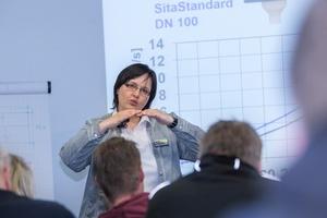 Experten führen durch die SitaCampus-Fachseminare, hier Dipl.-Ing. Ute Weiß, Projektleiterin Flachdachentwässerung.