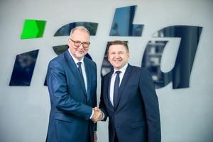 Thomas Zinnöcker (links) begrüßt Dr. Hagen Lessing.